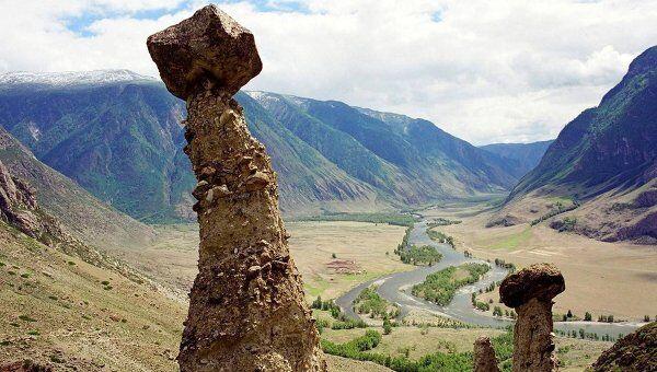 Территория парка Ак-Чолушпа в долине реки Челушман