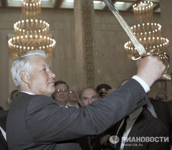 Ельцин с Мечом Победы в руках