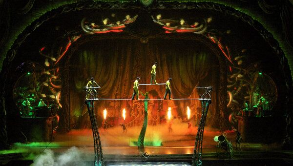 Женщина-змея Кундалини из шоу Zarkana от Cirque du Soleil