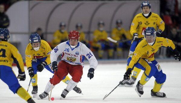 Игровой момент матча Россия - Швеция. Архив