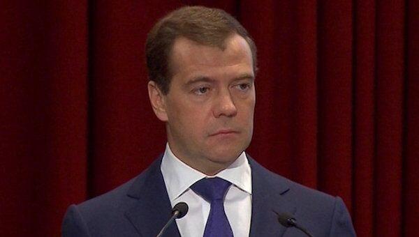 Медведев требует от полиции немедленной реакции на жалобы избирателей