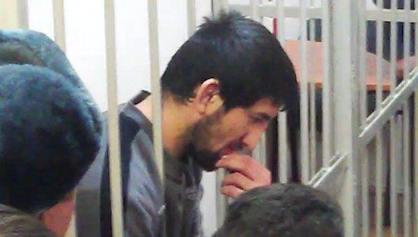 Мирзаев выглядел подавленным, узнав о продлении ареста. Видео из зала суда