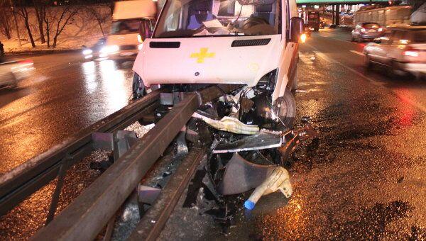 Автомобиль скорой попал в аварию на юге Москвы, пострадали пять человек