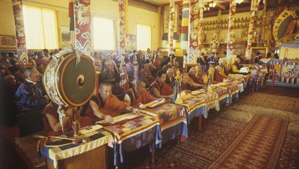 Служба в буддистском храме