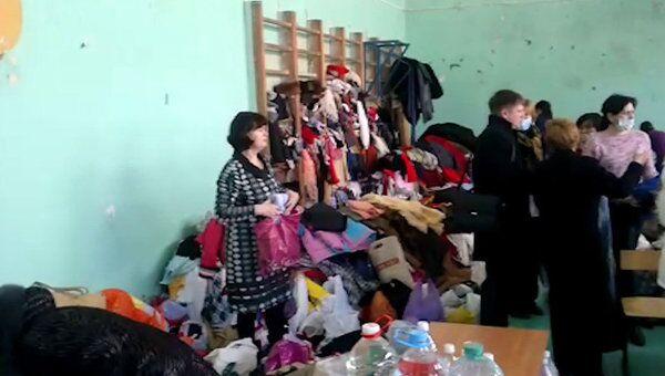 Астраханцы несут жителям обрушившегося дома одежду и продукты