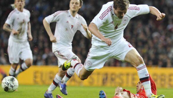 Защитник сборной Дании Андреас Бьелланд(справа). Архивное фото