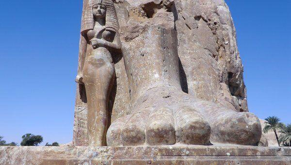 В Египте установлена часть статуи древнего фараона Аменхотепа Третьего