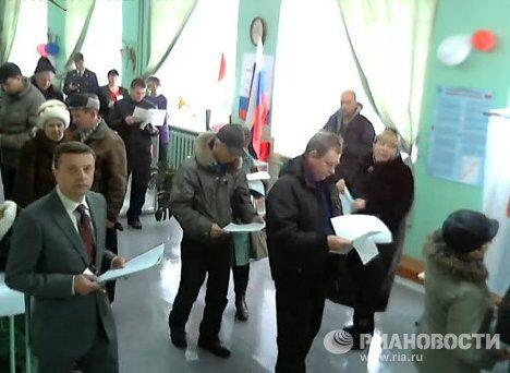 Скриншот с камеры на избирательном участке в Череповце, где Леонид Парфенов работает сегодня наблюдателем