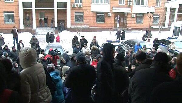 Десятки человек пришли к суду поддержать бизнесмена Козлова