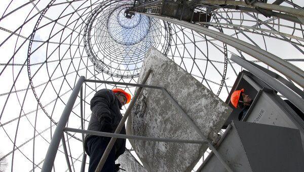 Рабочие на Шуховской (Шаболовской) башне. Архивное фото