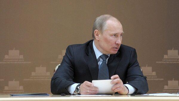 Владимир Путин проводит совещание в ситуационном центре правительства РФ