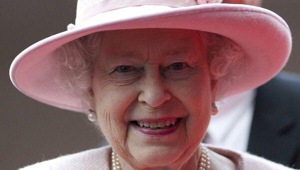 Королева Елизавета II во время визита в Манчестер