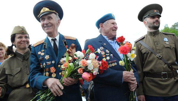 Около трех миллионов человек празднуют День Победы на улицах Москвы