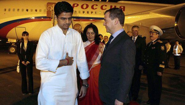 Д.Медведев прибыл в Нью-Дели для участия в саммите БРИКС