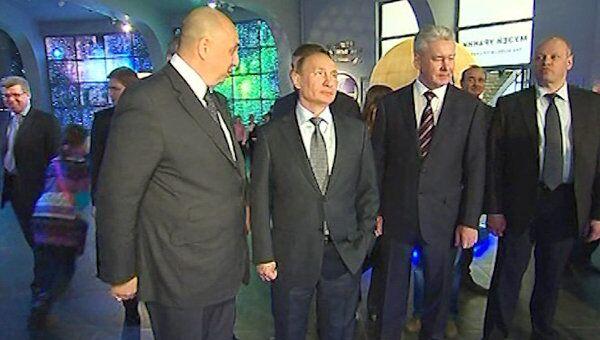 Путин совершил космическое путешествие в Московском планетарии