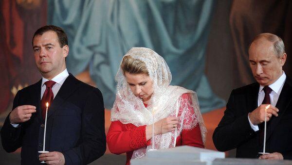 Дмитрий Медведев с супругой Светланой и Владимир Путин