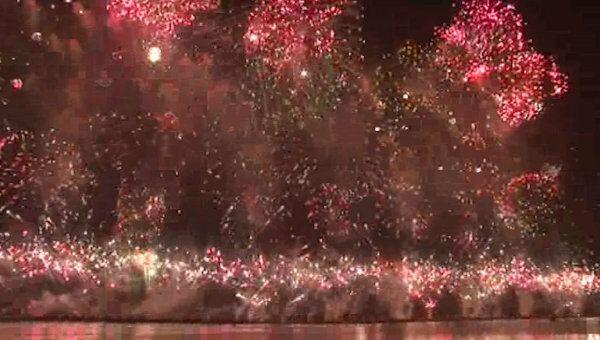 Грандиозным фейерверком и аплодисментами проводили День Солнца в КНДР