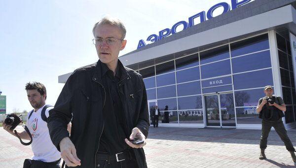 Олег Шеин в аэропорту Астрахани перед вылетом в Москву