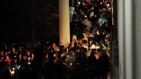 Благодатный огонь, крестный ход и куличи: православные встретили Пасху