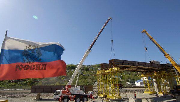 На строительстве совмещенной (автомобильной и железной) дороги Адлер - Альпика-Сервис. Архив