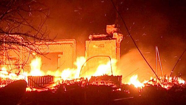 Лесной пожар стеной шел на забайкальский поселок. Кадры с места ЧП