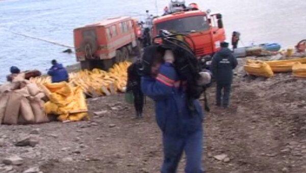 Последствия разлива нефтепродуктов на реке Ангара в Иркутской области