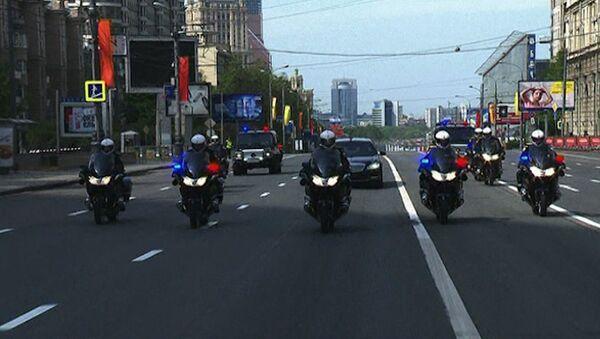 Кортеж Путина промчался по пустым улицам Москвы от Белого дома до Кремля