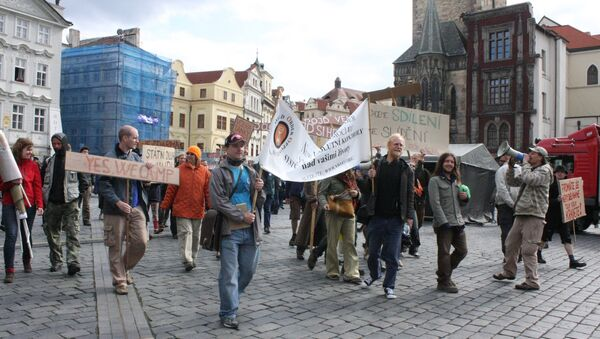 Участники акции Захвати Прагу выступили за любовь, стабильность и хлеб с маслом