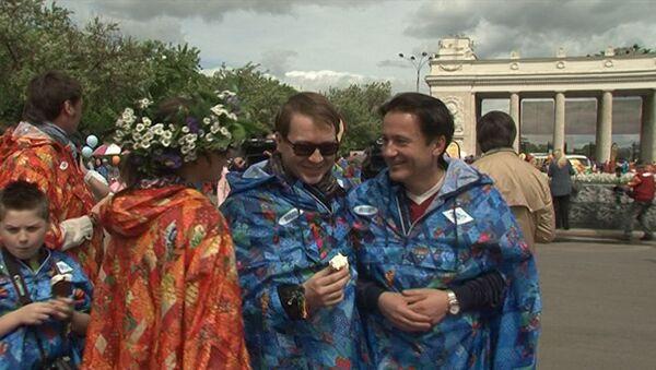 На фестивале Черешневый лес звезды в спецодежде высаживали черешни