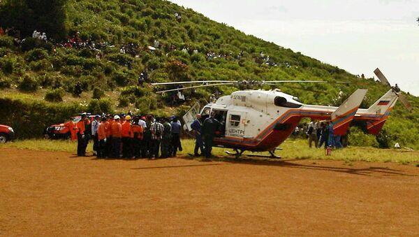 Вертолет МЧС РФ в районе горы Салак в Индонезии