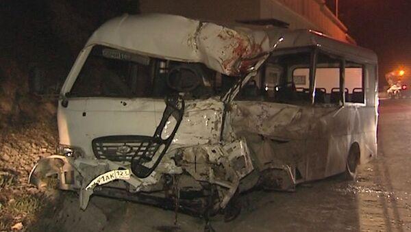 Грузовик и автобус столкнулись в тоннеле в Сочи. Кадры с места трагедии