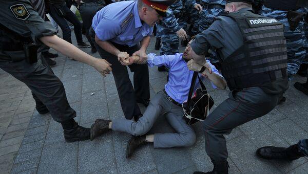 Задержания участников акции оппозиции у метро Баррикадная