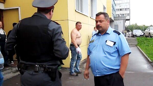Хулиганы разбили афиши московского театра, требуя зачисления в труппу