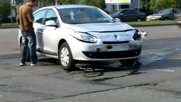 Полицейский ВАЗ столнулся с Renault и перевернулся на крышу в Москве