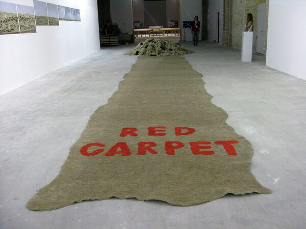 Работа Виктора и Елены Воробьевых из Казахстана Красная ковровая дорожка