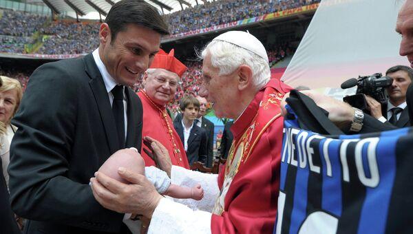 Папа Римский на стадионе в Милане