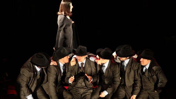 Сцена из спектакля Игроки Лысьвенского театра драмы имени Савина, режиссер Илья Ротенберг