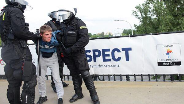 Полиция в Польше проводит задержание российского болельщика
