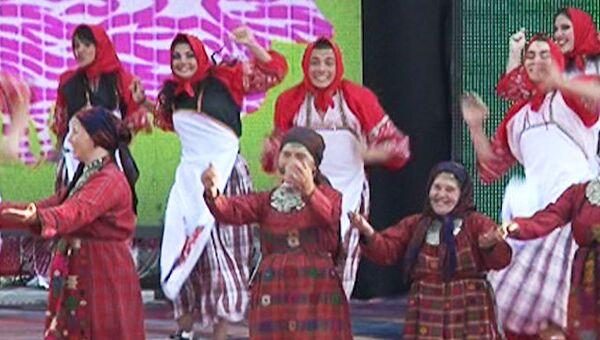 Бурановские бабушки и олимпийский Мишка: концерт у Кремля в День России