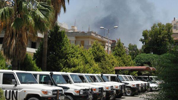 Международные наблюдатели недалеко от сирийского города Хомс