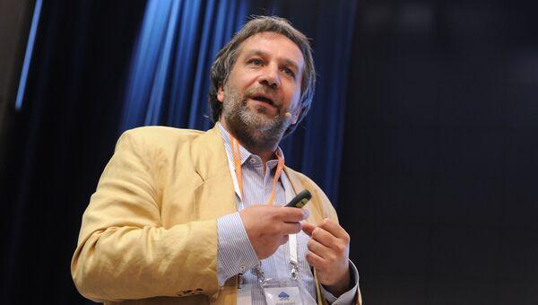 Василий Гатов выступает на форуме Медиа Будущего