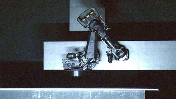 Робот весом больше тонны солирует в балете на сцене театра