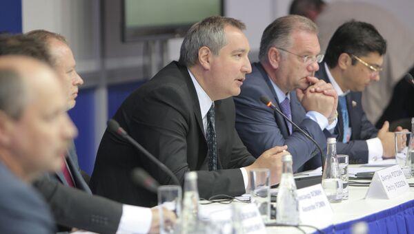 Заместитель председателя правительства РФ Дмитрий Рогозин посетил выставку Технологии в машиностроении - 2012