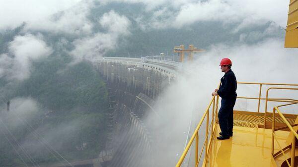 Работы по восстановлению Саяно-Шушенской ГЭС. Архивное фото