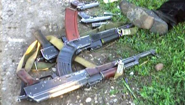Гранаты, автоматы и другое оружие - силовики изъяли арсенал боевиков