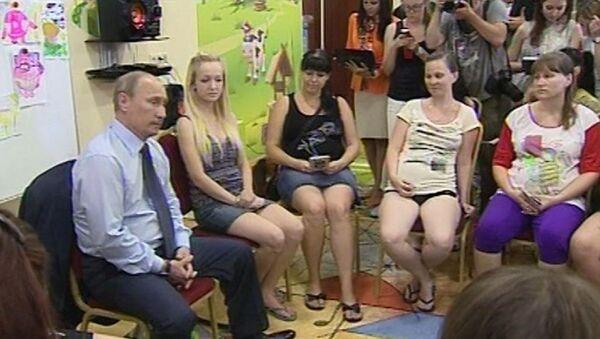 Путин пообещал беременным Крымска, что их новые дома будут лучше старых