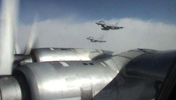 Ту-95МС и Ту-160 с ядерным оружием на борту патрулируют границы страны