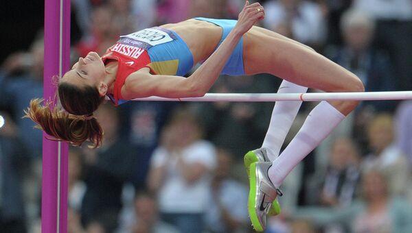 Россиянка Анна Чичерова выполняет прыжок в высоту в финальных соревнованиях по легкой атлетике