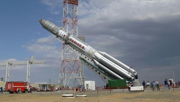 Подготовка к запуску ракеты Протон-М. Архивное фото