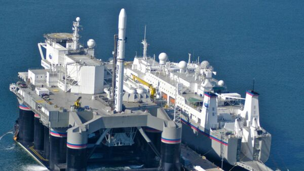 Cтартовая платформа Odissey и командное судно Sea Launch Commander в порту Лонг-Бич (Калифорния)
